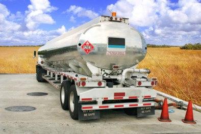 Trucking tank trailer